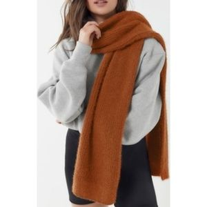 NWT Urban Outfitters Gia Eyelash Rust Brown Scarf